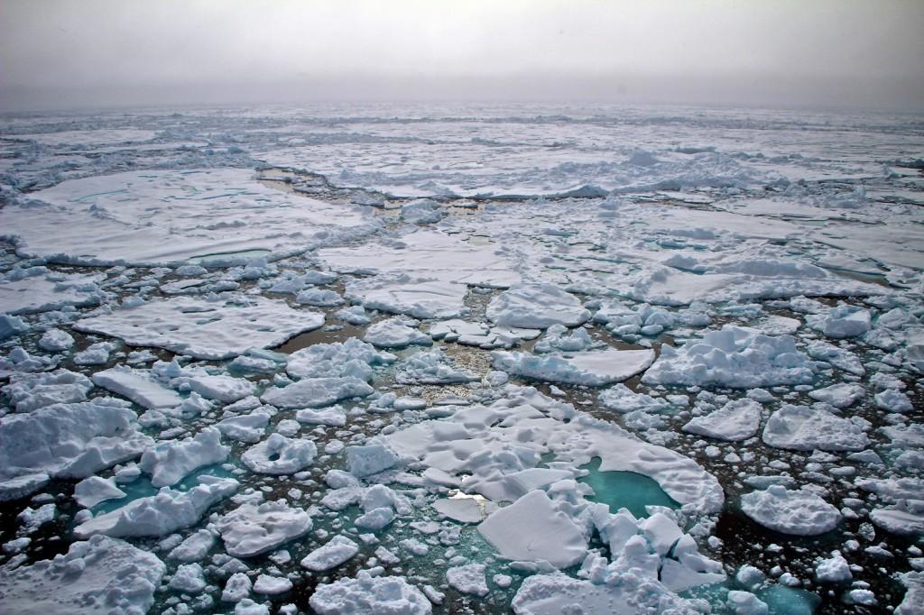 Arktisches Meereis Arktisches Meereis in der Framstraße. Das Foto entstand während einer Polarstern-Expedition im Jahr 2012. Foto: Sebastian Menze, Alfred-Wegener-Instut