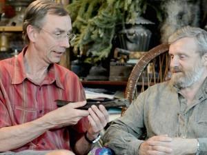 Svante Pääbo (links) und Nikolay Peristov im Gespräch über den Fund aus Ust'-Ishim. © MPI für evolutionäre Anthropologie/ Bence Viola