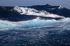 Das Südpolarmeer Zwischen dem Ozean und der Atmosphäre herrscht ein reger Austausch des Treibhausgases Kohlendioxid. Das Südpolarmeer spielt hierbei eine wichtige Rolle. © Frank Rödel, Alfred-Wegener-Institut)