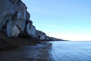 Steilwand aus Eis und Sedimenten Eine 35 Meter hohe Steilwand aus Eis und gefrorenen Sedimenten, fotografiert auf der Insel Sobo Sise im Lena Delta, Sibirien. Foto: Alfred-Wegener-Institut / Thomas Opel
