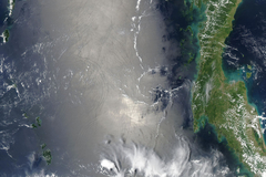 Interne Wellen in der Andamanensee Interne Wellen in der Andamanensee, aufgenommen mit dem Moderate Resolution Imaging Spectroradiometer (MODIS) auf dem Satelliten Aqua. © Jacques Descloitres, MODIS Rapid Response Team, NASA/GSFC