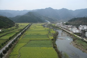Einzugsgebiet des Jangtsekiang-Flusses, Südchina. Hier wird Wald gerodet, um Platz für Ackerland und Teeplantagen zu schaffen. © M. Kuemmerlen