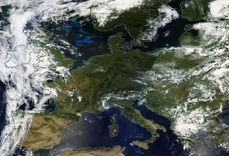 Die stabile Hochdrucklage in Europa am 1. Juli 2015.  © NASA World View.