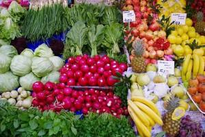 Obst und Gemüse enthalten viele Ballaststoffe, die unsere Darmflora bei Laune halten. © gemeinfrei.