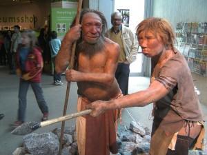 Rekonstruktion zweier Neandertaler. © UNiesert. CC BY-SA 3.0