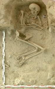 Menschliches Skelett von einer Ausgrabung im nördlichen Griechenland. ©: K. Kotsakis und P. Halstead, Paliambela Excavation Project Archive