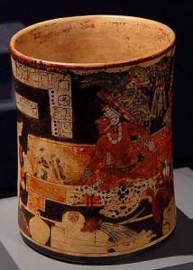 Vasenmalerei, Maya-Fürst auf Jaguarfell thronend, 700–800 n. Chr. © public domain. Wikimedia Commons.