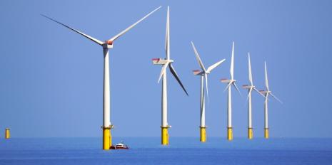Mit Offshore-Windanlagen - im Bild der Windpark Walney im Nordwesten Englands - wird künftig markant mehr Windstrom produziert. © David Dixon / Wikipedia / CC 2.0