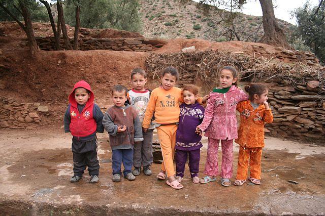 Weniger Blei im Blut: Marokkanische Schulkinder profitierten von eisenergänzten Biskuits. © Adam Axon. CC BY 2.0. Wikimedia Commons.