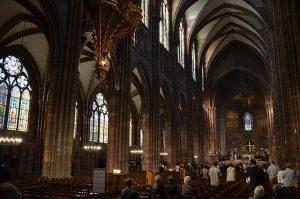 Gottesdienst in der Kathedrale von Straßbourg. © francois. CC BY 2.0. Wikimedia Commons.