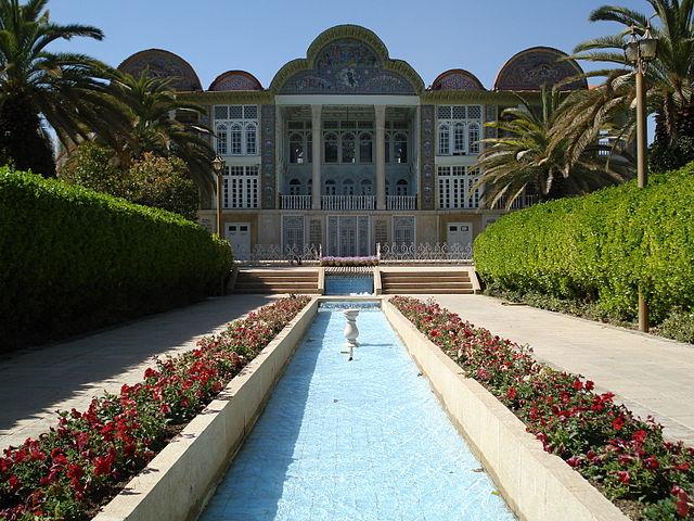 Der Bagh-e Eram ist ein persischer Garten im iranischen Schiras. © Pourhassan. CC BY-SA 3.0. Wikimedia Commons.