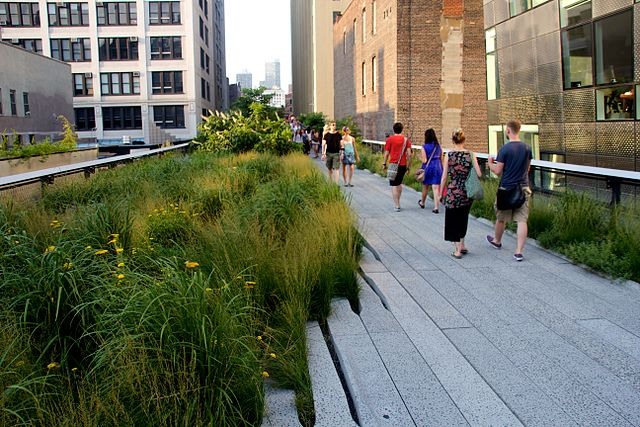 Park auf der Hochtrasse: die New Yorker High Line..© Mike Peel (www.mikepeel.net). CC BY-SA 4.0. Wikimeida Commons.
